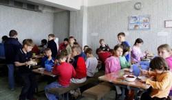"""Abendessen im Internat """"Hoffnung"""" bei Pryazovs'ke"""