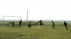 """Internat """"Hoffnung"""" - die Jungen spielen mit dem Betreuern Fußball"""