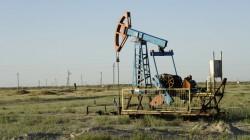 Ölpumpen in der kasachischen Steppe