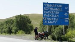 Kurz vor Almaty, einem unserer wichtigen Etappenziele
