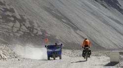 Dreiräder werden in Tibet als Taxi, Baufahrzeug und als Lastentransporter eingesetzt.