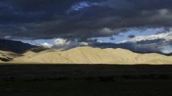 Dunkle Monsunwolken dringen bis nach Tibet vor.