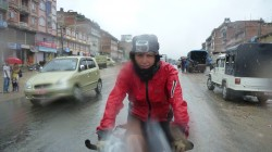 Starker Monsunregen bei der Einfahrt nach Kathmandu