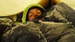 Lungenprobleme und Husten: Christian bekommt in der Nacht auf 6400 m Höhe kaum noch Luft.