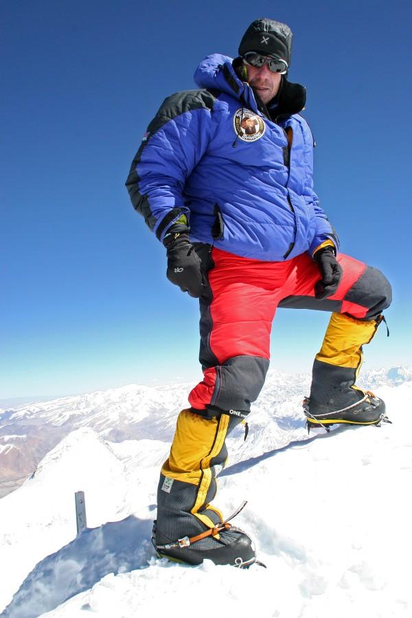 Hemut am Gipfel des Shisha Pangma